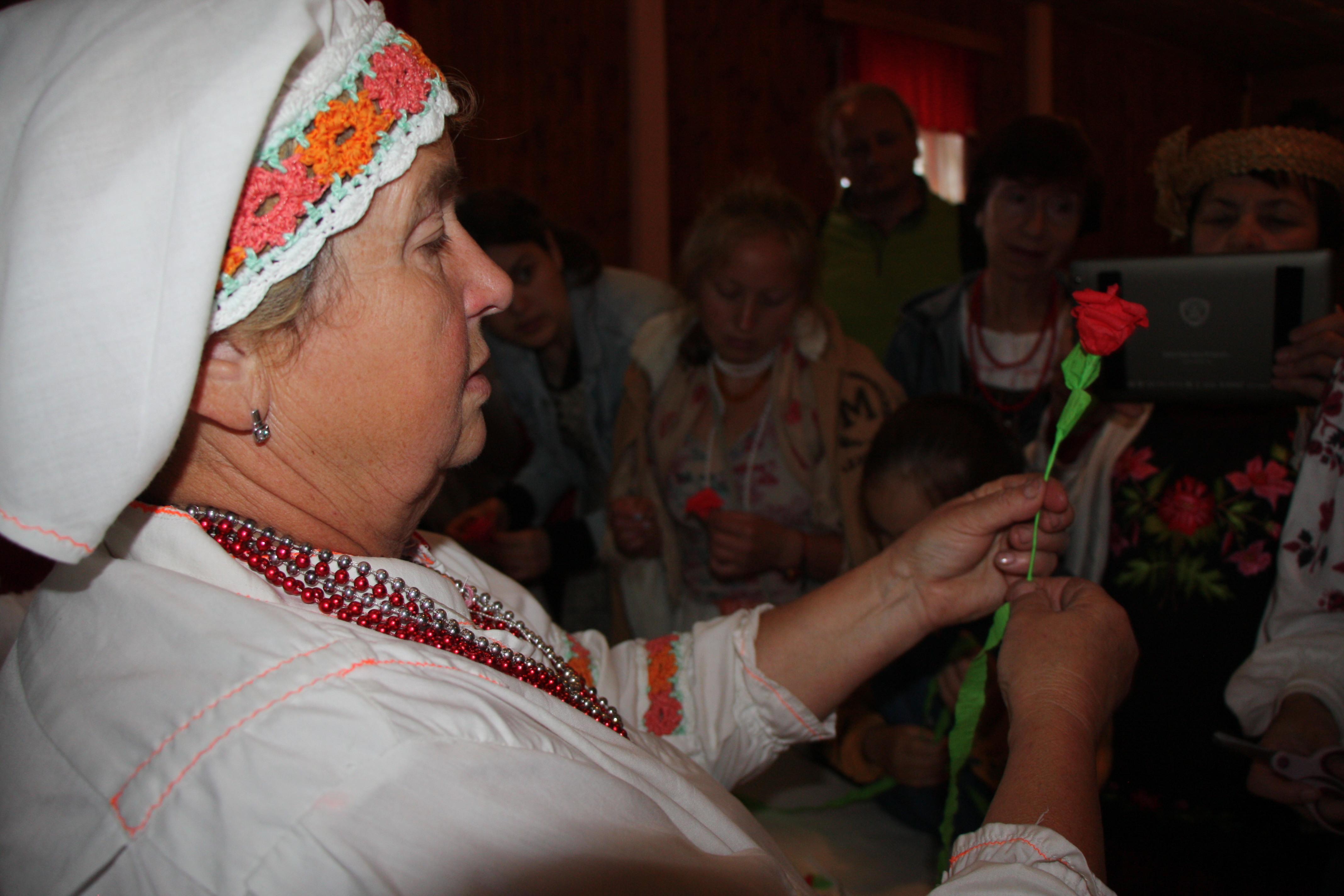 Р.Валькова-народны-майстар-вясельных-вянкоў-фота-Н.Бацілавай